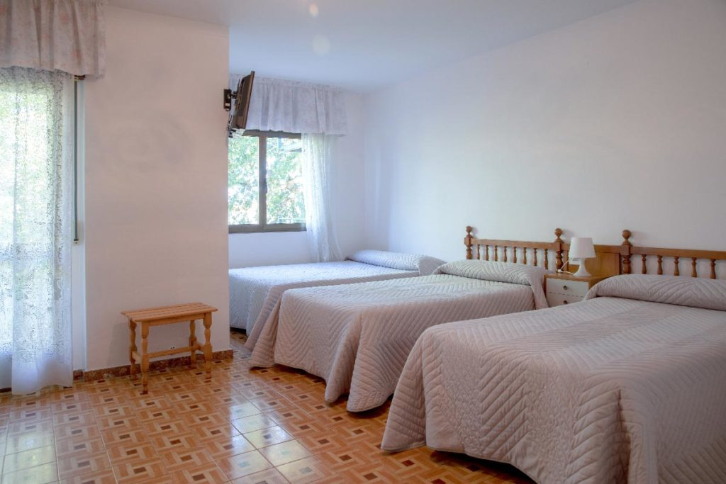 habitacion triple en el hotel leal sirena en vilanova de arousa